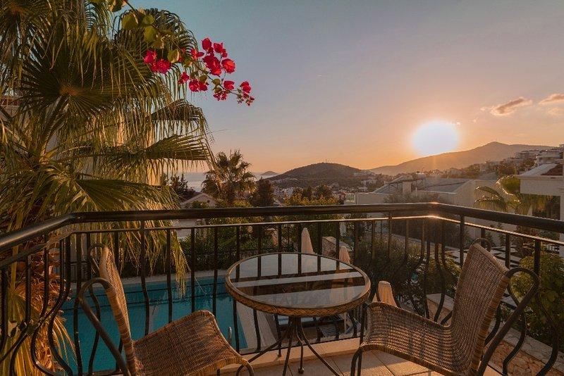 Villa Imge -beautiful 3 bed villa - central location!!, holiday rental in Kalkan