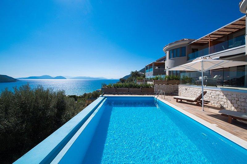 Villa Mare with Private Pool & Spectacular Panoramic View, aluguéis de temporada em Ponti Agiou Petrou