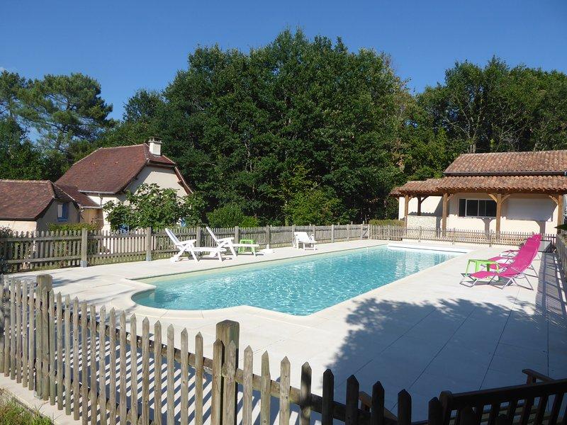 Gite de vacances situé au calme avec piscine chauffée de 16*4., vacation rental in Saint-Geyrac