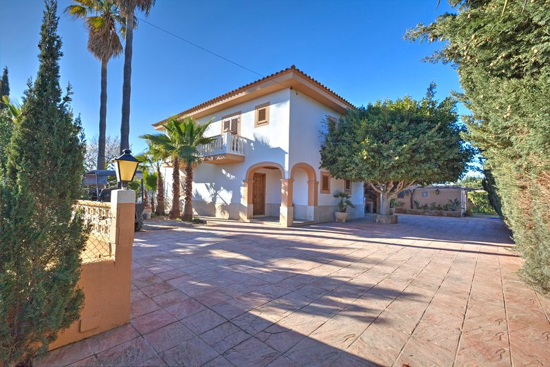 Perfect location, Air conditioning, Wifi Villa Macao, holiday rental in Cala Llonga