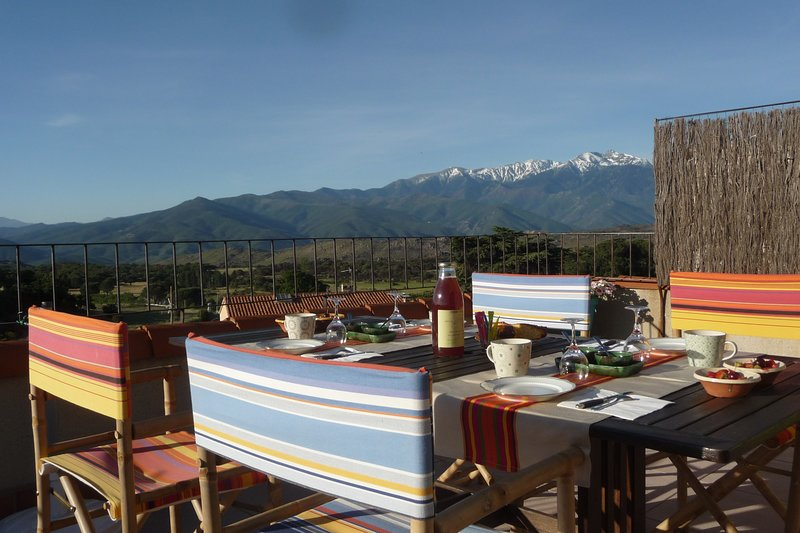 terrace facing the Canigou massif with views of the sea and the Catalan Pyrenees