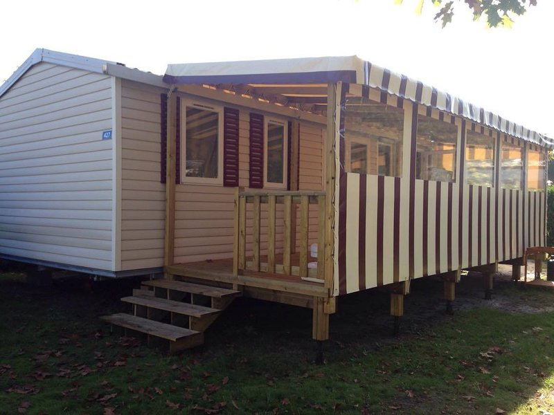 Mobilhome 6/8 personnes 3 chambres Camping 4*, vacation rental in Gastes