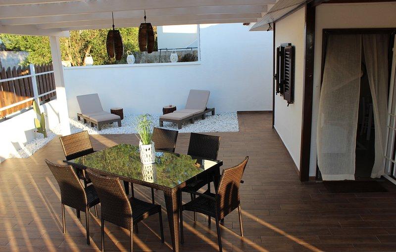 Stupenda villetta a pochi passi dal mare, holiday rental in Sant'Isidoro