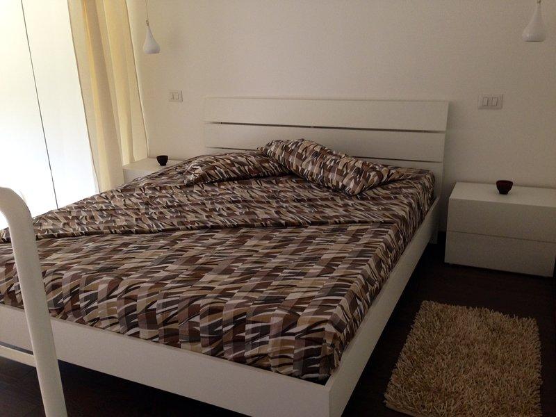 Stupendo appartamento con giardino a pochi passi dal mare, holiday rental in Sant'Isidoro