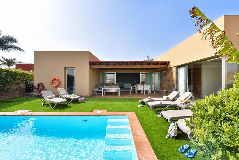 Par 4 Villa 9 with Pool in Salobre, holiday rental in El Salobre