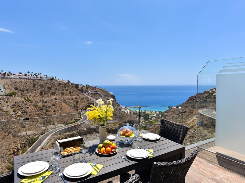 Penthouse Beyond Amadores, holiday rental in Amadores