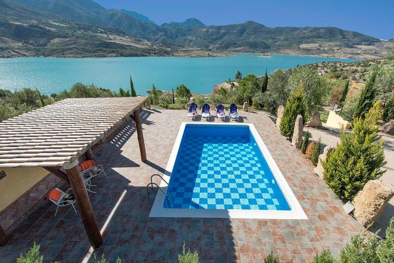 Zahara de la Sierra Villa Sleeps 6 with Pool Air Con and WiFi - 5604501, location de vacances à Zahara de la Sierra