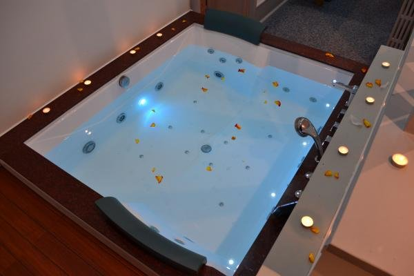 jacuzzi of the Héra suite