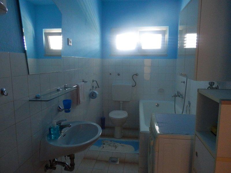 A2 (4): baño con inodoro.