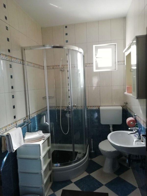 A4 (10): bagno con wc