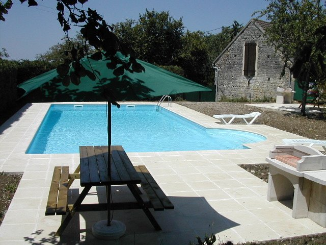 Nice house with shared pool & Wifi, alquiler vacacional en Loupiac