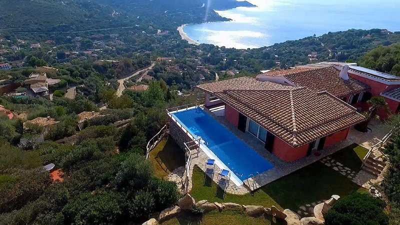 Villa Corallia - Luxury Villa with stunning view over the bay, holiday rental in Torre delle Stelle