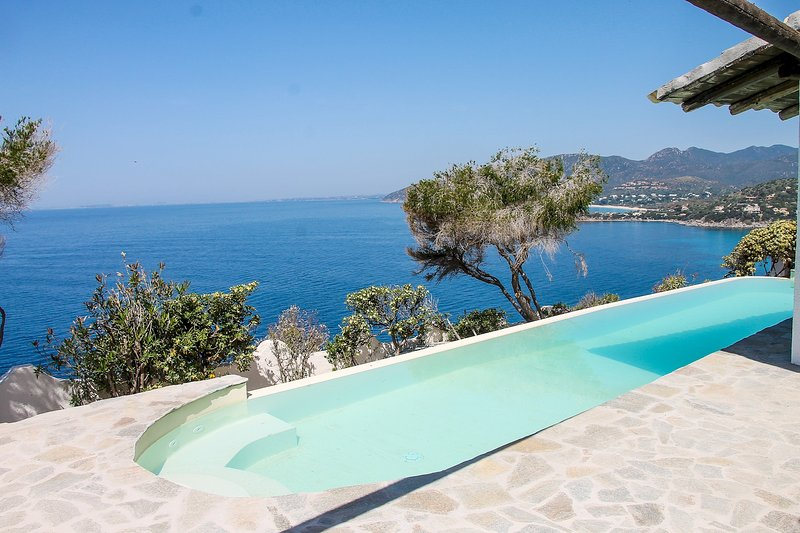 Villa Myra: open window over blue sea and incredible sunsets, holiday rental in Torre delle Stelle