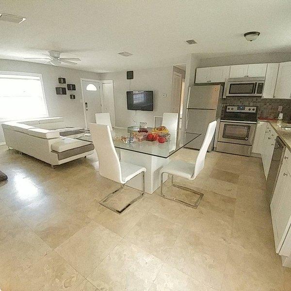 Easy Access to Entire Tampa Bay 3 Bedrooms Home, location de vacances à Largo