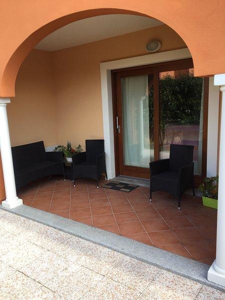 RESIDENCE LE MAGNOLIE VILLINO 4 POSTI LETTI OLBIA, holiday rental in Monti
