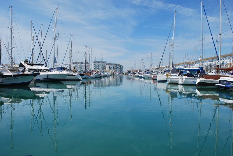 MARINA VIEWS, BALCONY AND FREE PARKING, location de vacances à Brighton and Hove