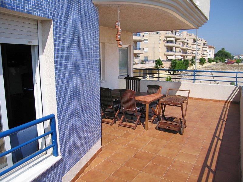 Apartamento de 103 m2 de 3 hab. con capacidad para 6 personas, vacation rental in Pego