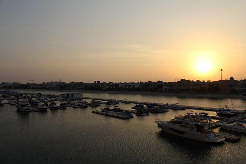Palm Jumeirah Sea View 3 Bedroom Plus Maids room with large terrace, alquiler de vacaciones en Jebel Ali