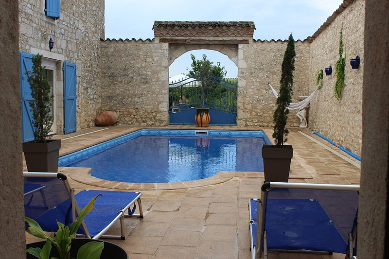 GITE 8 PLACE AVEC PISCINE ET SPA, holiday rental in Andillac