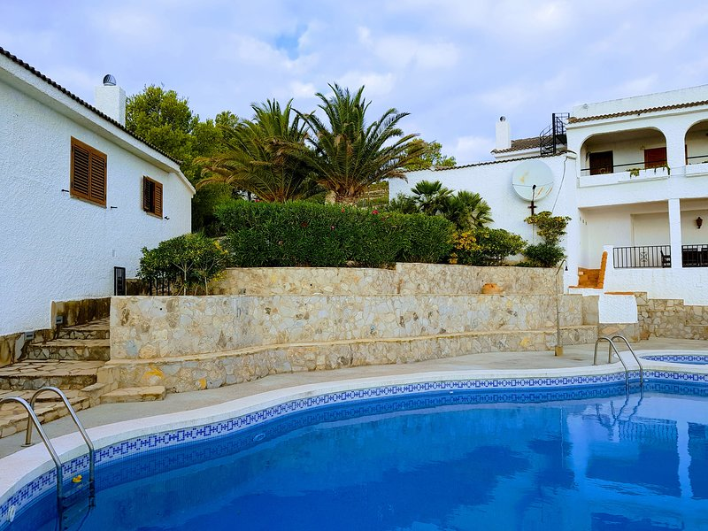 BREIZAS, 2 Air Conditioned Villas with Private Pool, Privacy and Sea Views, holiday rental in Alcala de Xivert