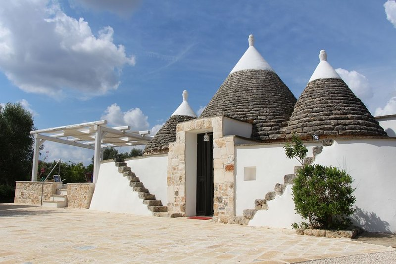 Trullo Storico a San Vito dei Normanni, vacation rental in San Vito dei Normanni
