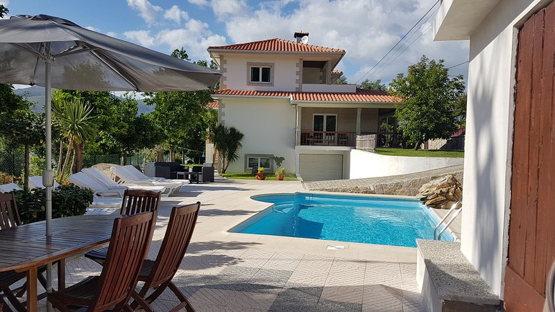 Villa with private swimming pool, close to National Park Geres & Braga, location de vacances à Vila Verde