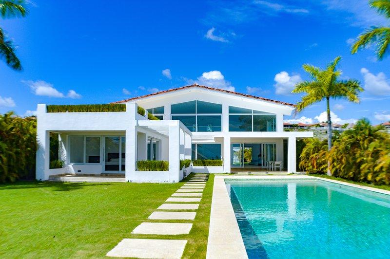 Beach Front House - Casa Blanca, vakantiewoning in El Palmar