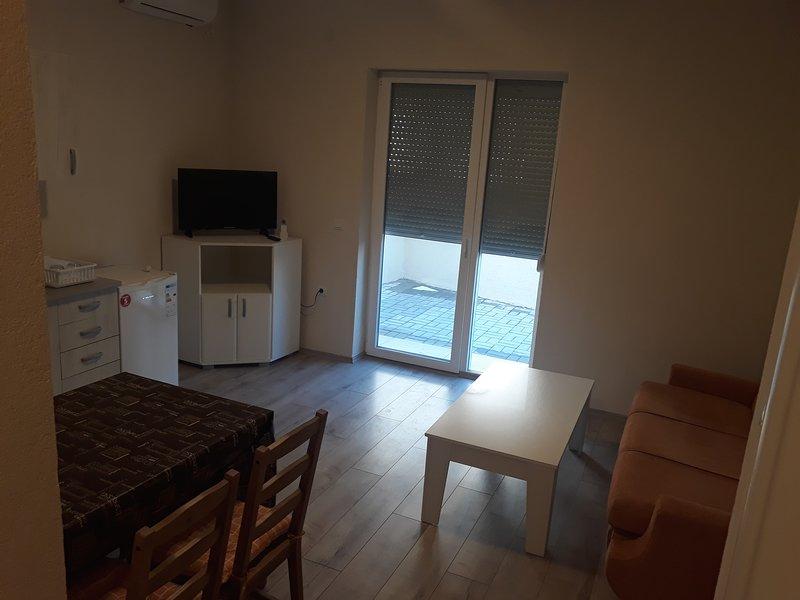 Vila MATEA-Apartment2 Ground Floor 45m2 - 4guests, holiday rental in Star Dojran