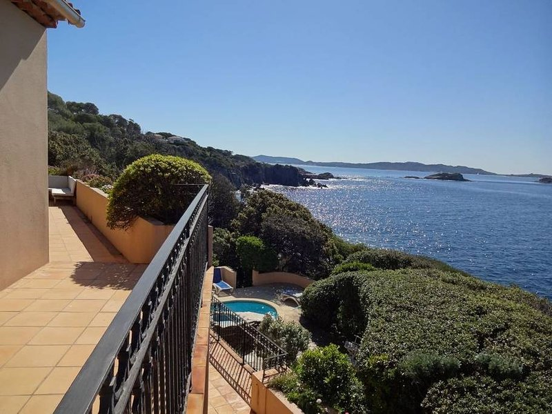 2 panoramic terraces, swimming pool and sea access under the swimming pool
