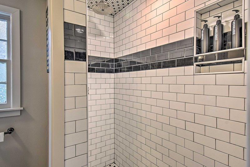 Bathroom 2: walk-in shower
