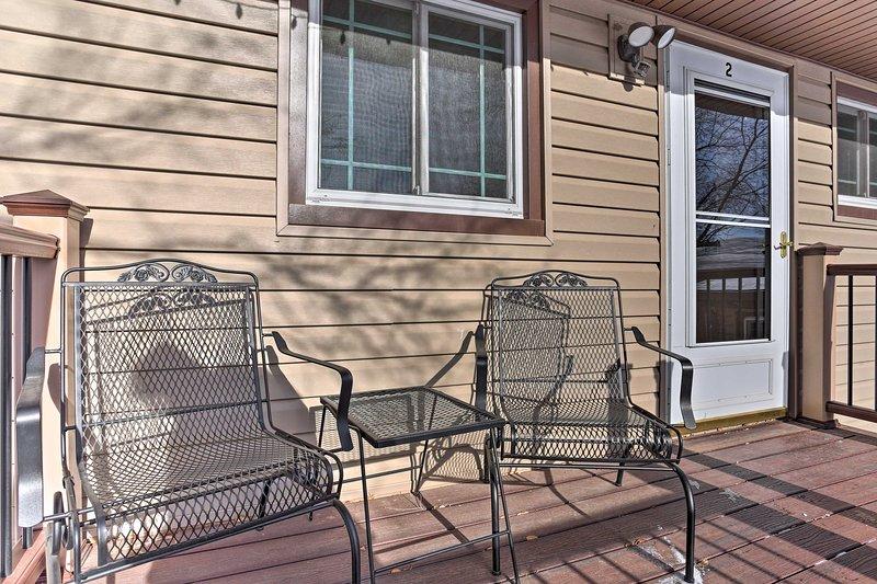 Profitez du soleil sur le porche.