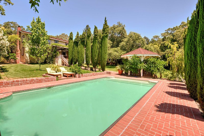 Fall in love with Sonoma while staying at this luxurious vacation rental estate.