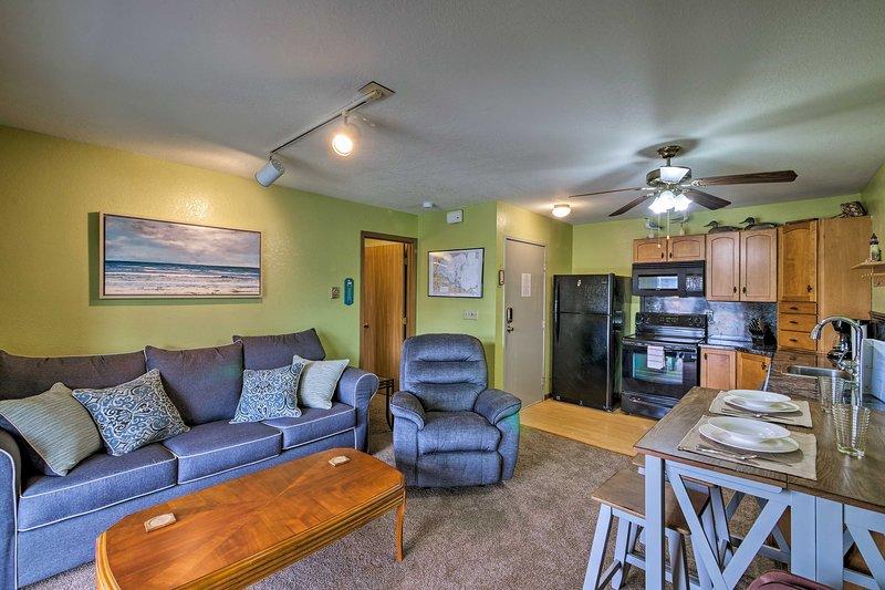 Oak Harbor Condo w/Grill Access & Private Dock!, aluguéis de temporada em Lacarne
