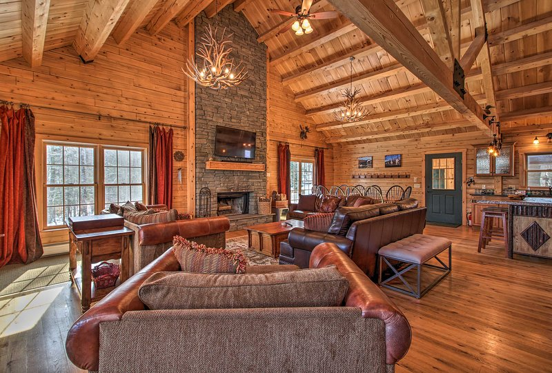 Cabin w/Climbing Wall & Game Room, 5 Mi to Mt Snow, holiday rental in Williamsville