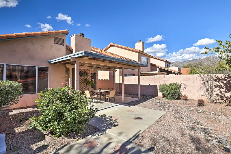 Tucson Area House w/Pool Access & Mountain Views!, holiday rental in Catalina Foothills