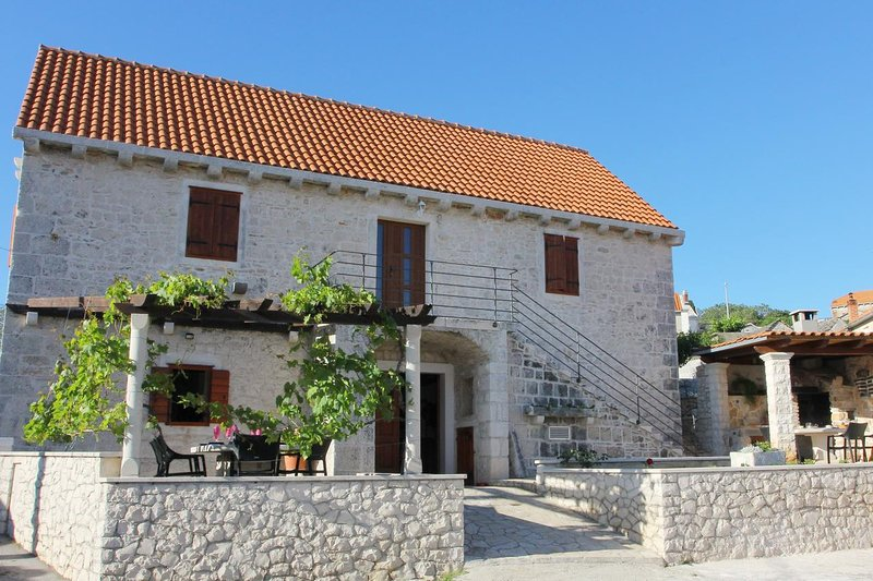 Three bedroom house Donji Humac, Brač (K-16435), vacation rental in Nerezisca