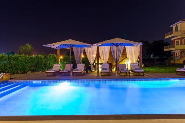 HiEnd Beach Villa * St.John's Area, 4bdr + Pool, holiday rental in Frini
