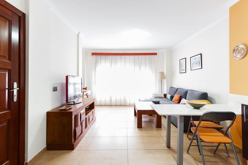 Las Canteras Seaview V by Canary365, vacation rental in Utiaca