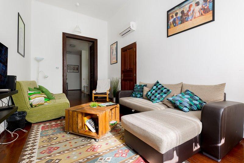 Király 98: 2 Bedrooms, 2 Bathroom + Living with Air Conditioner, alquiler vacacional en The Republic of Zubrowka