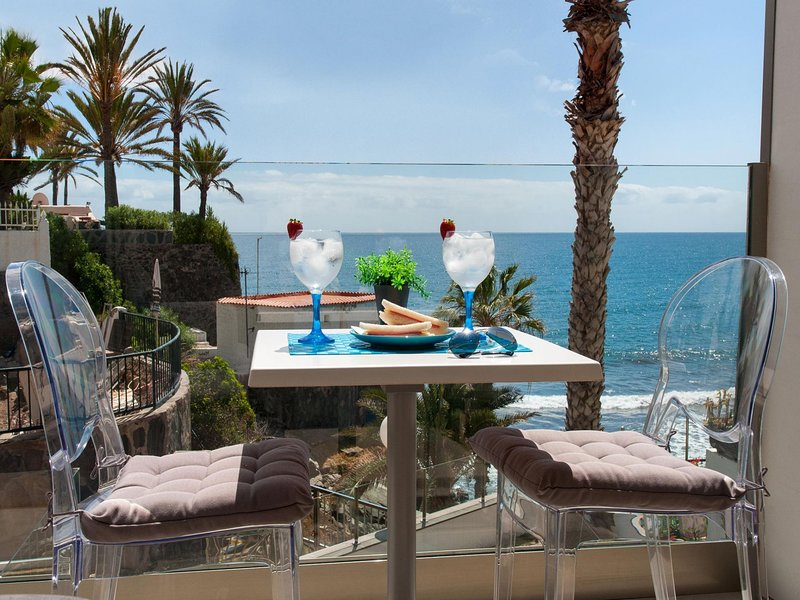 Beachfront Apartment Playa del Aguila, location de vacances à San Agustin