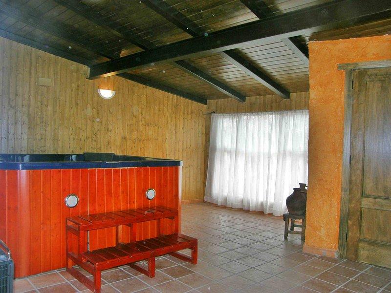 Acojedora Casa Rural con jacuzzi para 8 personas, holiday rental in Pradosegar