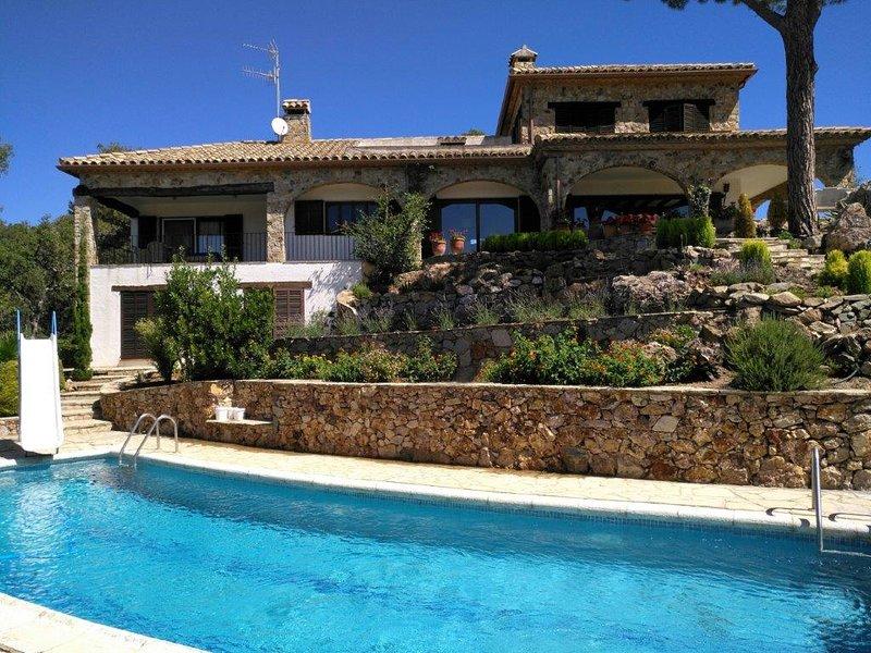 Stunning hilltop villa, with panoramic sea views, vacation rental in Vall-Llobrega