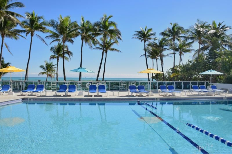 OCEANFRONT BLDG, TWO MODERN 2BR/2BAs, PRIVATE BEACH ACCESS, POOL, GYM, TENNIS!, vacation rental in North Bay Village