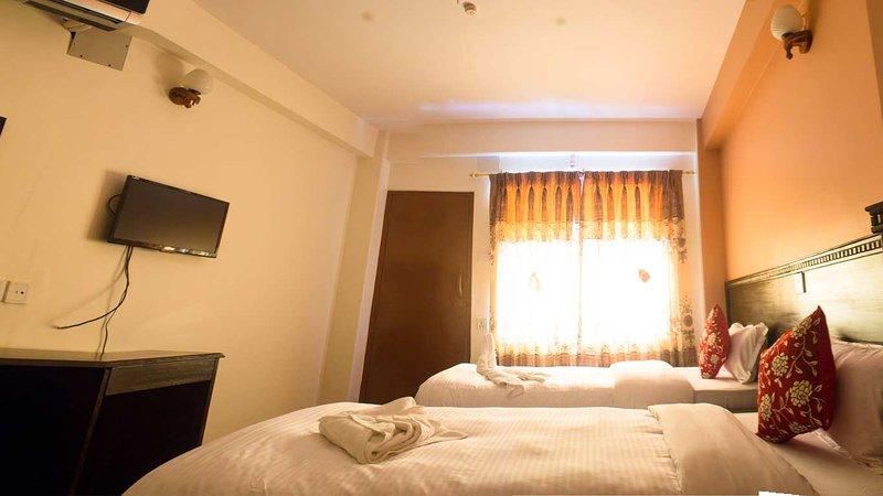 Deluxe Triple Bed Room #7, vacation rental in Pachbhaiya