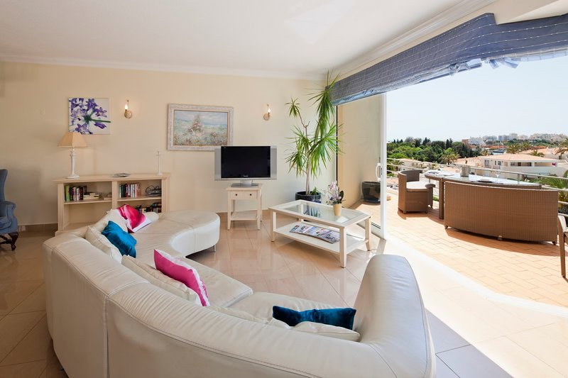 Modern spacious penthouse apartment, with sea views - Parque nº 4, vacation rental in Ferragudo