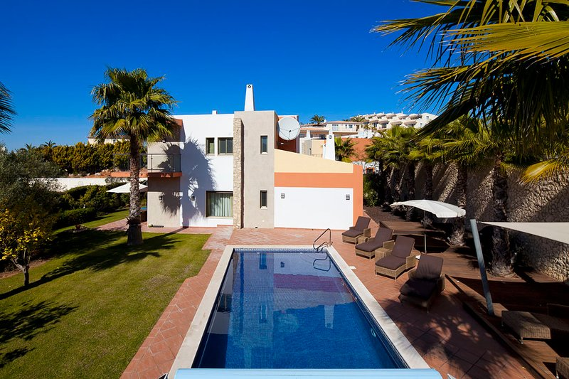 Luxury modern, spacious villa with private pool - Villa nº 21, vacation rental in Ferragudo