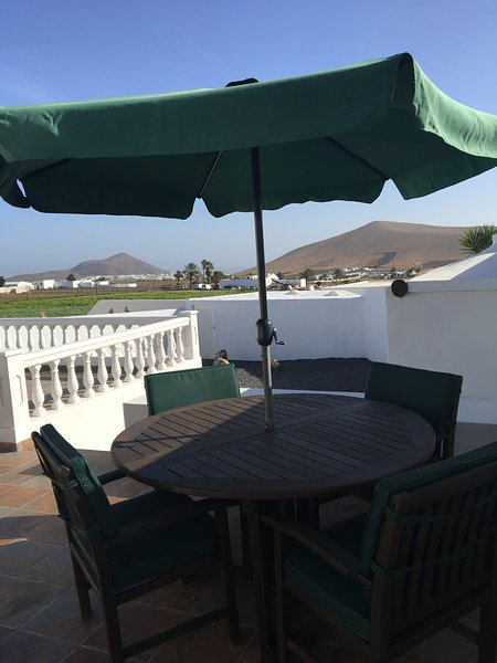 CASA JOANNA WITH GREAT VIEWS - LANZAROTE COUNTRY VILLAS, vacation rental in Nazaret