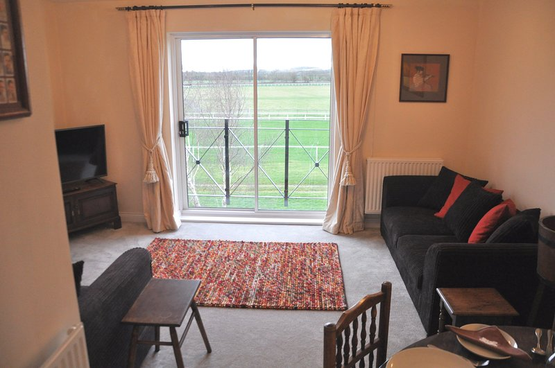 House, Sleeps 6, 3 bedrooms,Parking, easy walk to town, Great View, vacation rental in Welford on Avon