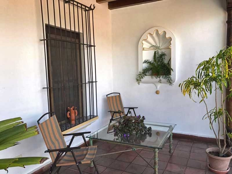 Casita La Azotea - Central colonial apartment with private balcony, casa vacanza a Chimaltenango Department