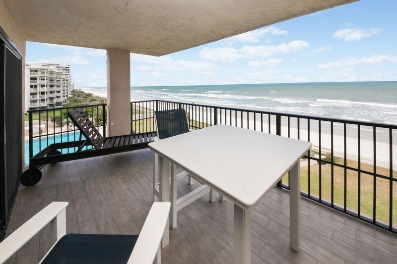 Ocean front north east corner balcony.